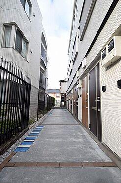 アパート-小金井市本町5丁目 広々した共用部分は風通し良好