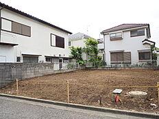 第一種低層住居専用地域に位置しておりますので、高い建物も建たない閑静な住宅街となっております。
