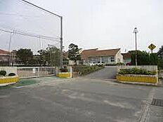 小学校加東市立 三草小学校まで297m