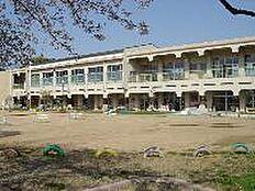 緑が丘幼稚園 約340m