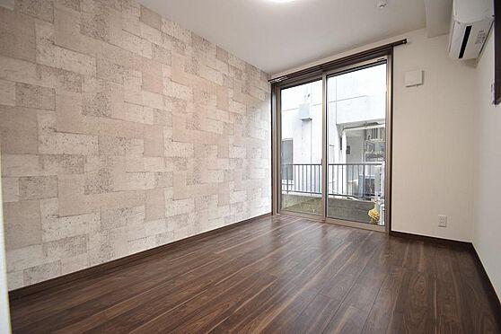 アパート-小金井市本町5丁目 オシャレなクロスが印象的な室内