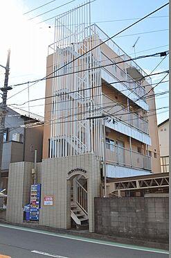 アパート-横浜市保土ケ谷区岡沢町 オレンジの色合いが目を惹く築年数を感じさせない外観。