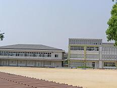 伊保小学校 約210m