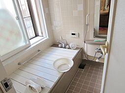 出窓のある浴室