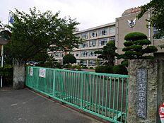 加古川市立両荘中学校まで2000m