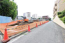 急行停車駅の上石神井駅から徒歩8分。