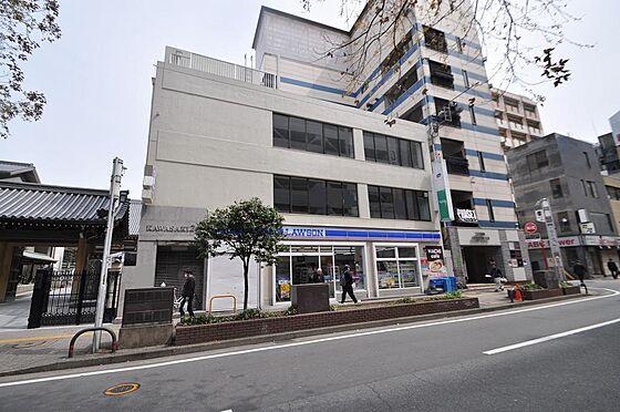 ビル(建物全部)-福岡市中央区天神3丁目 白基調で淡い色合いの外観