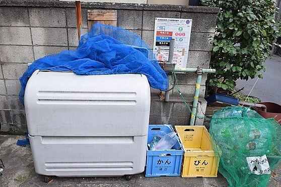 マンション(建物全部)-足立区江北2丁目 敷地内に入居者専用のゴミ置き場有り。