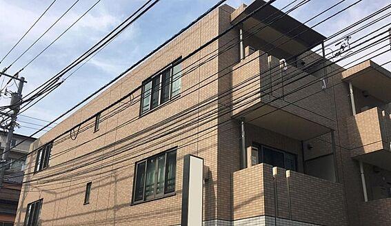 マンション(建物全部)-新宿区百人町1丁目 2色のツートンカラーの外壁タイルは、明るめの色を採用しています。
