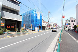 前面道路(2016年4月撮影)