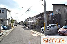現地街並み・新しいお家が建ち並ぶ閑静な住宅街です。