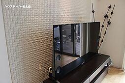 リビング及び主寝室の壁にはエコカラットを装備