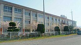 中学校東中学校まで2611m
