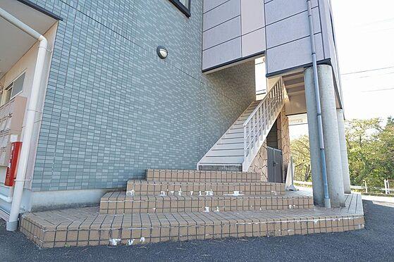 マンション(建物全部)-多治見市大畑町大洞 開放的なエントランス間口と幅広階段。