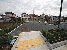 開発分譲地内に公園がございます