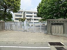 三沢中学校 約150m