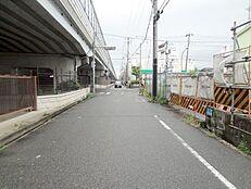 前面道路も約6Mあるので、お車の出し入れもらくらくです。