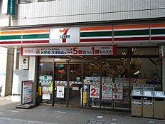 セブンイレブン町田鶴川駅前店まで489m
