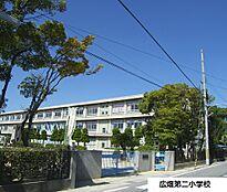 姫路市立広畑第二小学校 約600m