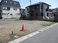 新しい家が多く、小さなニュータウンのようです。