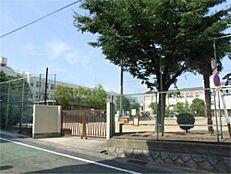 神戸市立本山第三小学校(1327m)