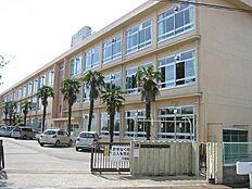 平岡南小学校 約930m