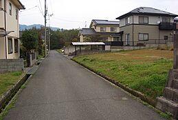 前面道路(西側)