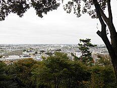 徒歩3分、高幡城址見晴らし台からの眺望