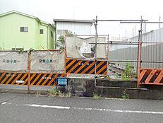 阪急武庫之荘駅徒歩18分。建築条件無しの土地です。