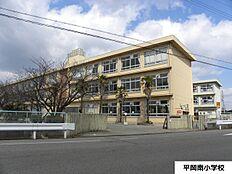 平岡南小学校 約690m