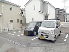 現況は青空駐車場です。