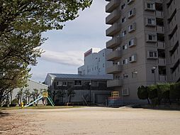 敷地内に広々した公園があります。H29.4月撮影