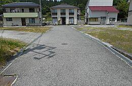 北東側の私道部分。分譲地内の道路です。