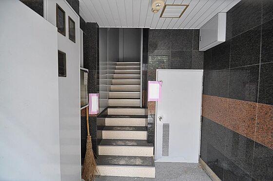 ビル(建物全部)-福岡市中央区天神3丁目 雨に濡れずに安心の屋内階段