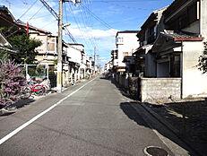前面道路は約6mございます。