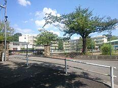 鶴川第二小学校まで約340m