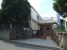 神戸市立本山南中学校(210m)