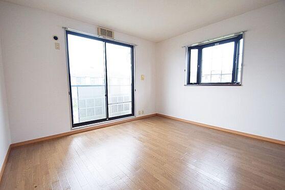 アパート-千葉市花見川区千種町 二面採光で明るい居室。