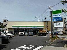ファミリーマート下馬駒沢通り店まで徒歩6分(約530m)