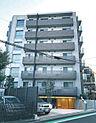 6階建てのマンションです。 京王線「笹塚」駅より徒歩7分の物件です。