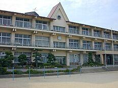 小学校山崎北小学校まで1110m
