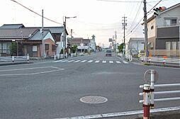 前面道路は交通量もあり、夜道も安心。