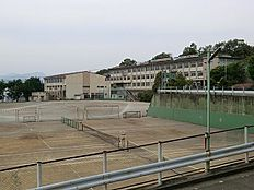 甲の原中学校 約279m