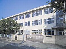 鳩里小学校…約870m