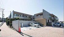 3階建ての低層マンション(オーナーチェンジ物件)お問合わせはREE0120-102-588