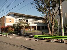 大泉中学校まで約1542m