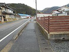 前面道路(東向き)