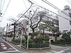 入新井第二小学校:徒歩5分