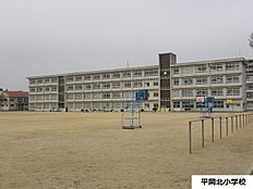 平岡北小学校 約580m