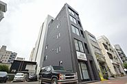 黒を基調としたスタイリッシュな都会的マンション